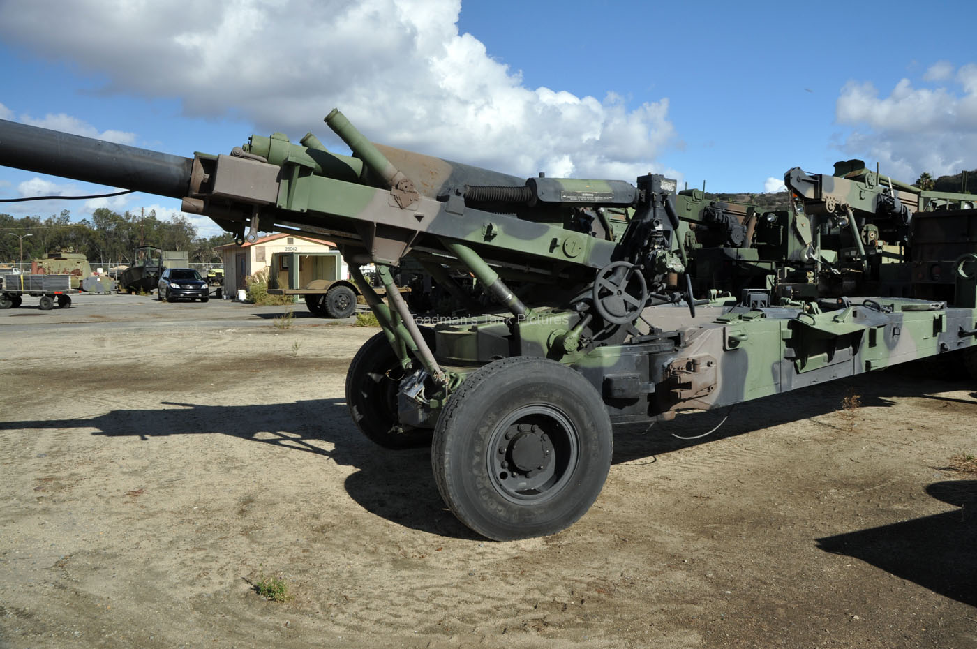 TOADMAN'S TANK PICTURES 155MM HOWITZER M198